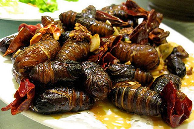 Smażone larwy owadów